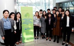 경기도 성남시 가천대학교에 위치한 가천컨벤션센터에서 열린 2018 국제위러브유 대학생 환경리더 위촉식에서 Clean Up, Fighting을 외치는 위러브유 대학생 회원들