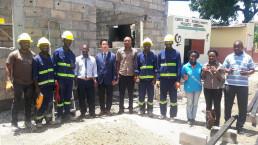 국제위러브유 모잠비크 회원들이 2018년 10월부터 한 달간 필로투 초등학교 도서관 건축을 위해 자발적으로 봉사에 나선 모습