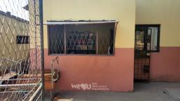 국제위러브유운동본부가 교육환경개선사업을 시작하기 전 모잠비크 수도의 도심 외각에 있는 랑게느 필로투 초등학교의 도서관 모습