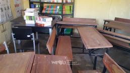 재단법인 국제위러브유가 교육환경개선사업을 시작하기 전, 모잠비크 수도의 도심 외각에 위치한 랑게느 필로투 초등학교의 도서관 책상과 의자 사진