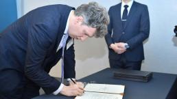 그랜드 인터컨티넨탈 서울 파르나스 호텔에서 열린 2019 국제위러브유 간담회에서 UN SDGs 이행을 위한 위러브유 액션플랜에 지지서명을 하는 외교사절
