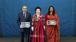 국제위러브유운동본부 장길자 회장님과 UN SDGs 이행에 힘써 감사패를 전달받은 주한 대사들