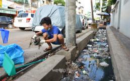국제위러브유운동본부 미얀마 지부 회원들이 길에 버려진 플라스틱 용기, 스티로폼, 종이, 헝겊, 음식물 찌꺼기, 오물 등 각종 폐기물 150킬로그램을 수거하며 환경정화활동인 클린월드운동 실시