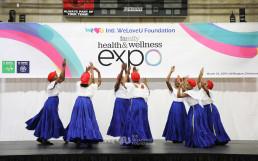 국제WeLoveU 가족 보건 및 건강 박람회에서 청소년 비만 퇴치 캠페인 등을 주제로 선보인 춤 공연