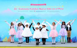 국제WeLoveU 제22회 페루 새생명 사랑 가족걷기대회 식전 행사로 진행된 어린이 율동