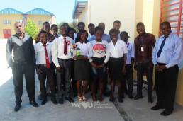 2018년 10월 28일, 장길자 회원이 설립한 국제위러브유의 아이티 회원들이 수도 포르토프랭스에 있는 와프 제레미 직업학교에 브라이트 아이티 프로젝트를 실시한지 5개월 만에 방문.