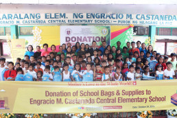 The Intl. WeLoveU Foundation (Chairwoman Zahng Gil-jah) delivered school stationery sets, school bags, and umbrellas to the students of Engracio M. Castaneda Central Elementary School in Tarlac, Philippines, at the donation ceremony of school supplies.