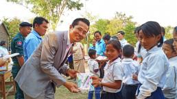 1월 13일, 장길자 회장이 설립한 국제위러브유가 캄보디아의 트로르페앙벵 초등학교에서 보수공사 완공식 겸 도서 기증식을 개최했다.