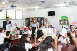 Chairwoman Zahng Gil-jah of the Intl. WeLoveU Foundation newly established a library in Asunción Amatepe Primary School through the WeLoveU branch in San Salvador, El Salvador.